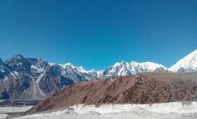 Manaslu circuit trek in autumn
